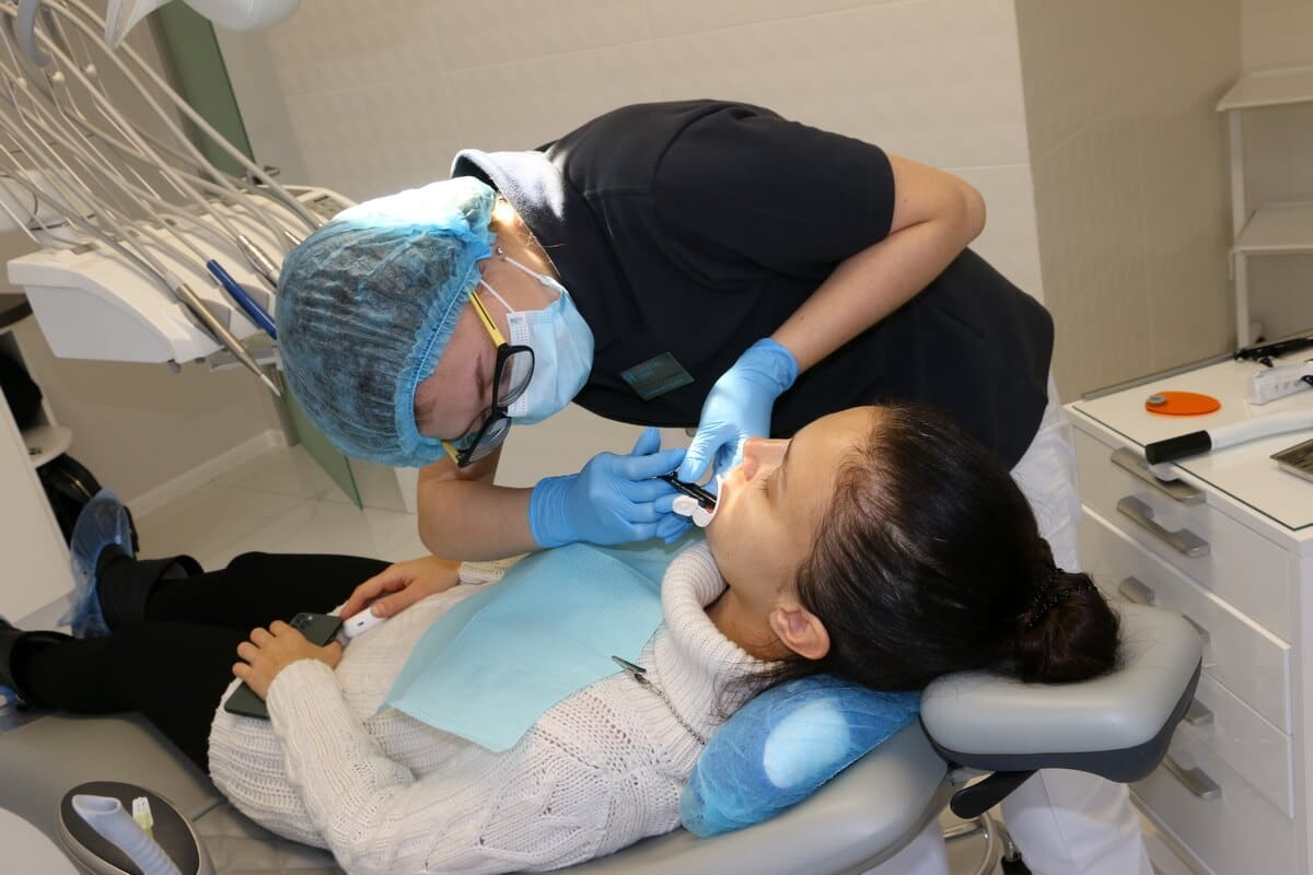 наращивание зуба на штиф киев